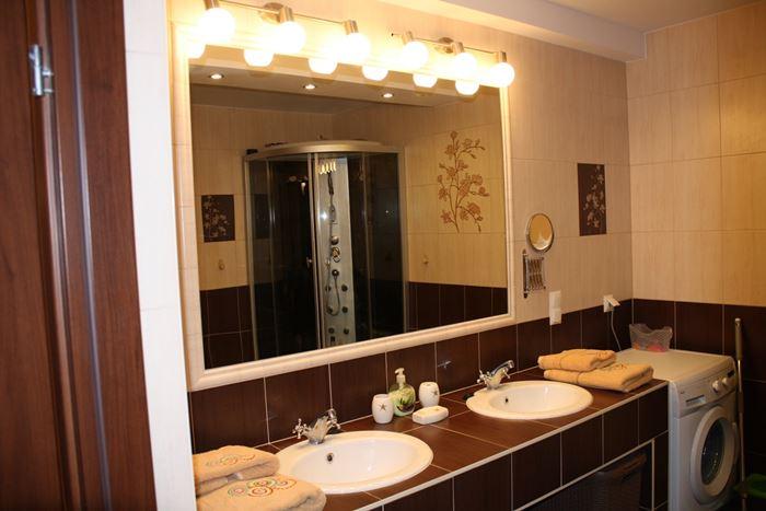 Dolna łazienka z WC
